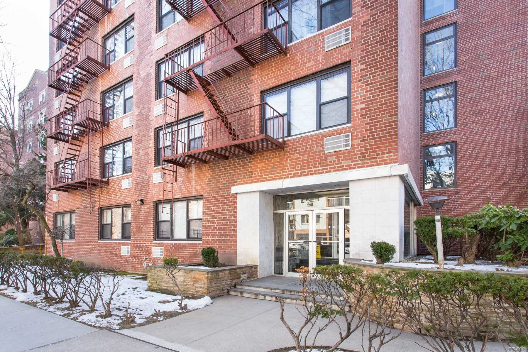 Move-In Ready, Bright, Quiet, Open Western Exp.Studio. Large L Shaped Closets.Efficiency Kitchen With Full Size Fridge.Why Rent, When You Can Own? Low Maintenance, Excellent Location: Few Minutes Walk To Subway.20 Minutes To Jfk Or Lga.Perfect Pied-A-Terre: Less Than 30 Minutes Into Manhattan. Commuter Perfection. Renovate To Taste!