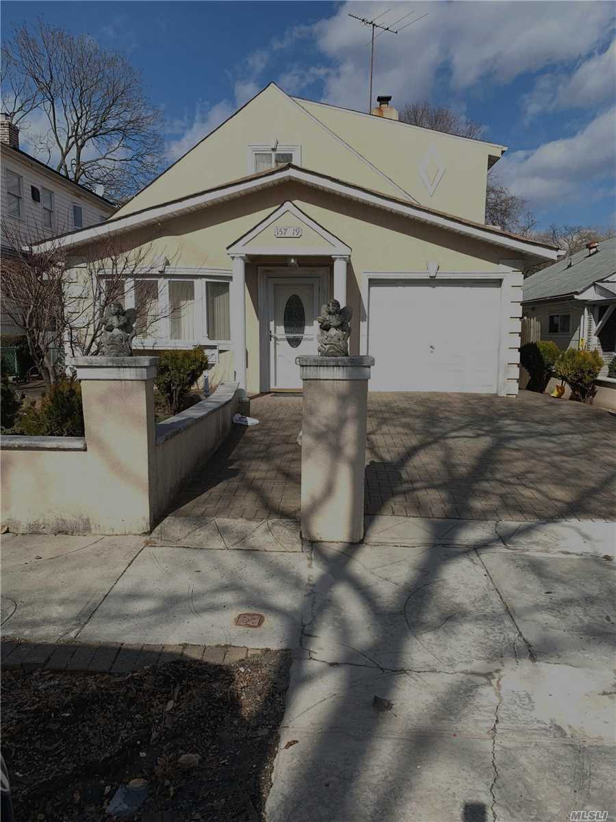 First Floor Apartment For Rent In Diamond Condition. Apartment Features 3 Bedrooms, 2 Full Baths With A Jacuzzi Tub, New Appliances, Den. Spacious Outside Deck For Entertaining And Beautiful Gas Fireplace In Living Room.