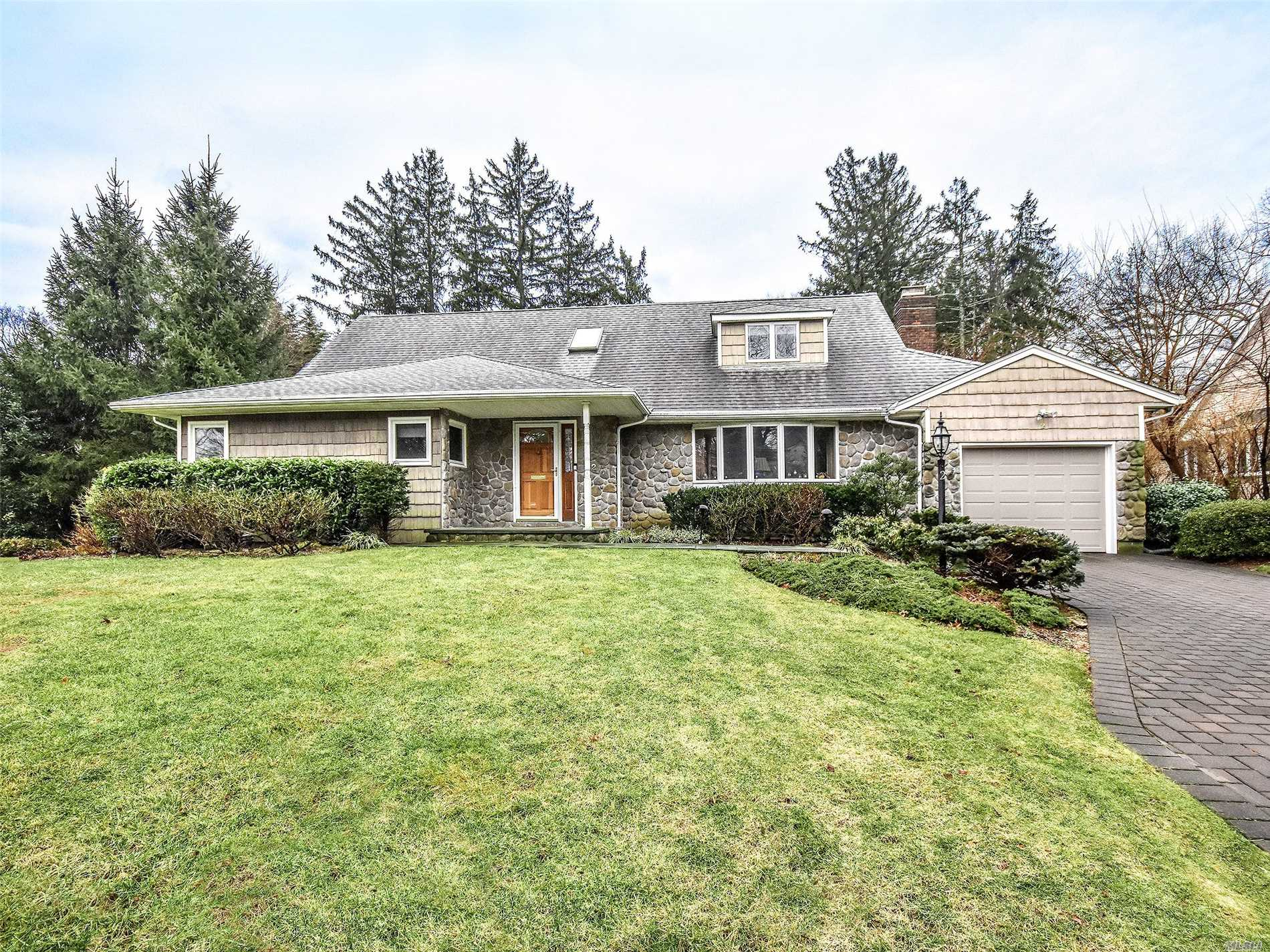 2, 300 Sf. Lake Success Expanded Ranch On Shy 1/3 Acre W/3Br & 2.5 Baths. First Flr Has Lg Foyer W/Skylight, Lr Fdr New Eik, Family Rm W/Frpl & Master Br/Bth With Radiant Heat & Walk In Closets. 2nd Flr Has Two Br & Bth , Generator, Heated Driveway W/Pavers, Hardwood Fl., Village Of Lake Success Club. Close To All, Train. Expressway And Shopping.