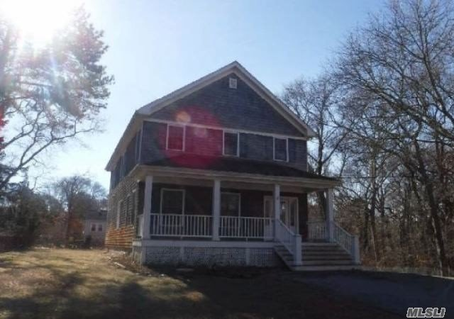 Great Opportunity To Own This Property. It Has Tons Of Potential! Its Located Close Main Roads With Easy Access To Local Amenities. This Property Won't Last So Place Your Bid Today!
