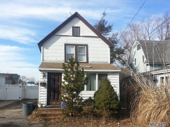 Colonial Style Home. This Home Features 2 Bedrooms, 1 Full Bath, Formal Dining Room, Eat In Kitchen & 1 Car Garage. Centrally Located To All. Don't Miss This Opportunity!