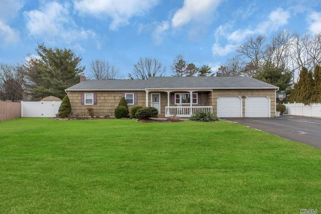 Sprawling Ranch On Cul De Sac , Come Have Cocktails On The CourtIn The Summer! Fully Fenced Country Club Backyard With Igpool, Bbq Area W/ Built In Fridge. Master Suite W/Walk In Closet, Den W/Sliders To Decking.Attached Two Car Garage! Full Basement W/Ose! Many Updates! Sayville Schools.