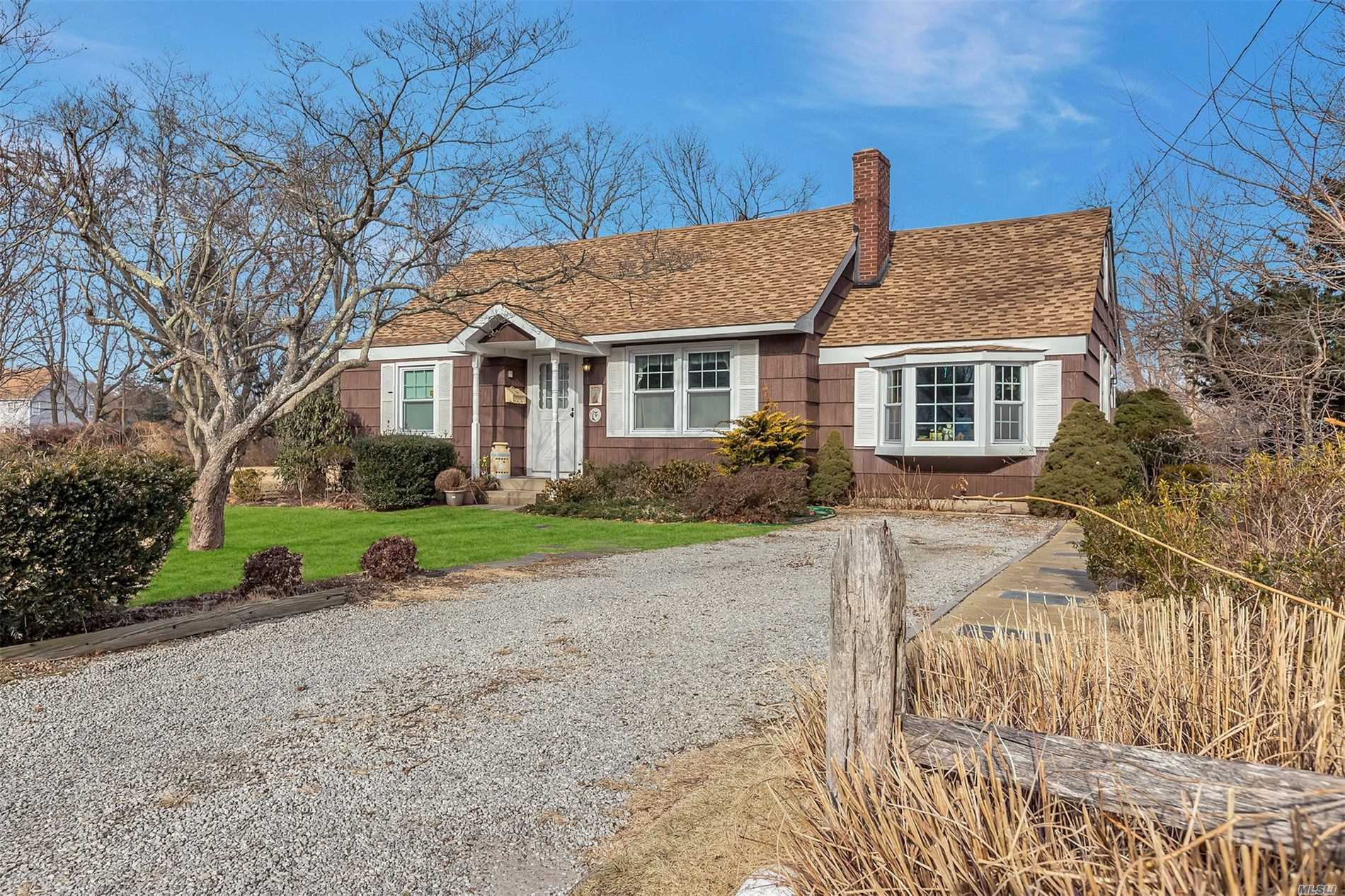 Four Bedroom Expanded Cape. Large Yard With Room To Grow. Living Room, Dining Room Bayport Blue Point Schools. Charming Gem In Need Of Tlc Or Bring A Bigger Vision And Expand On This Wonderful Location.