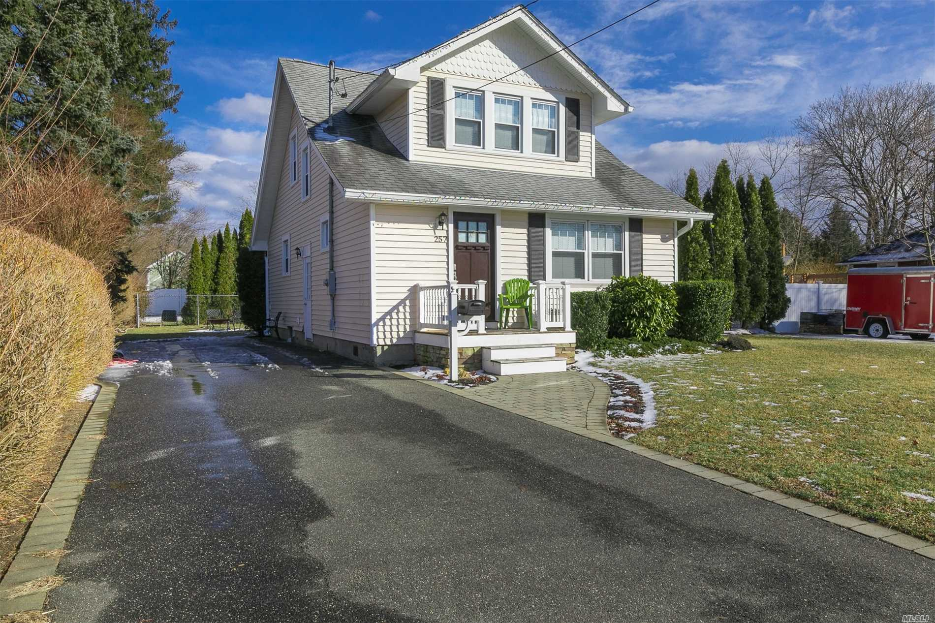 Charming Craftsman Style Home With Many Recent Updates. Open Floor Plan- Remodeled Kitchen Open To Dining Area, Old Growth Oak Flooring In Living Room. First Floor Laundry. Basement Is Framed With Rough Plumbing. Near To Shopping, And Lirr.