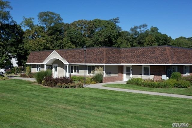 Villa Style, Single Story Luxury Studio, 1 & 2 Bedrooms. New Kitchens With Tuscan Style Cabinetry W/Stls Stl Appl Including Dishwasher & Microwave, A/C Minutes From Lirr. Walk To Shopping, Library, Heckscher Park & Connetquot State Park. Convenient To Sunrise Hwy, Montauk Hwy And Southern State Pkwy.