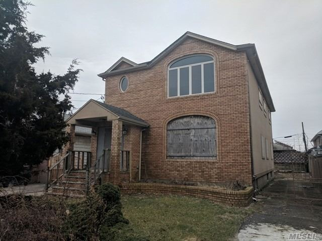 Now's Your Chance To Reside In The Highly Desirable & Sought After Howard Beach & Make This House Your Dream Home! Huge Colonial W/ Even Bigger Potential! Great Curb Appeal, Just Needs Your Tlc! Full Basement & Detached Garage!