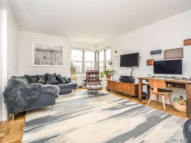 Brevoort East--Just 2 Blocks From Washington Square Park, Is One Of Nyc's Premier, Full Service Residences. This Sunny, Peaceful, 7th Floor Unit With Quintessential Ny And Garden Views Is An Urban Respite Offering An Alcove Br W/Pocket Doors, Custom Closet, Office/Small Br/Closet, Lr/Dr, 9' Ceilings, Hardwood Floors, Beautifully Landscaped Roof Deck, Gym Playroom, 24 Hr. Doorman & Concierge, Bike Room, Package Room And Elevator.