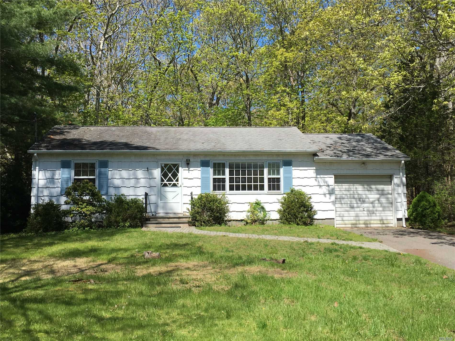 This Beautiful Ranch Offers A Simple And Easy Home To Maintain. Located On The Bayview Peninsula With A Number Of Amazing Beaches To Enjoy. This Home Offers Two Bedrooms, Large Eat In Kitchen, Great Living Room, Hardwood Flooring, An Attached Garage And A Full Basement. The Property Size Is 100' X 125'. Please Call For An Appointment.