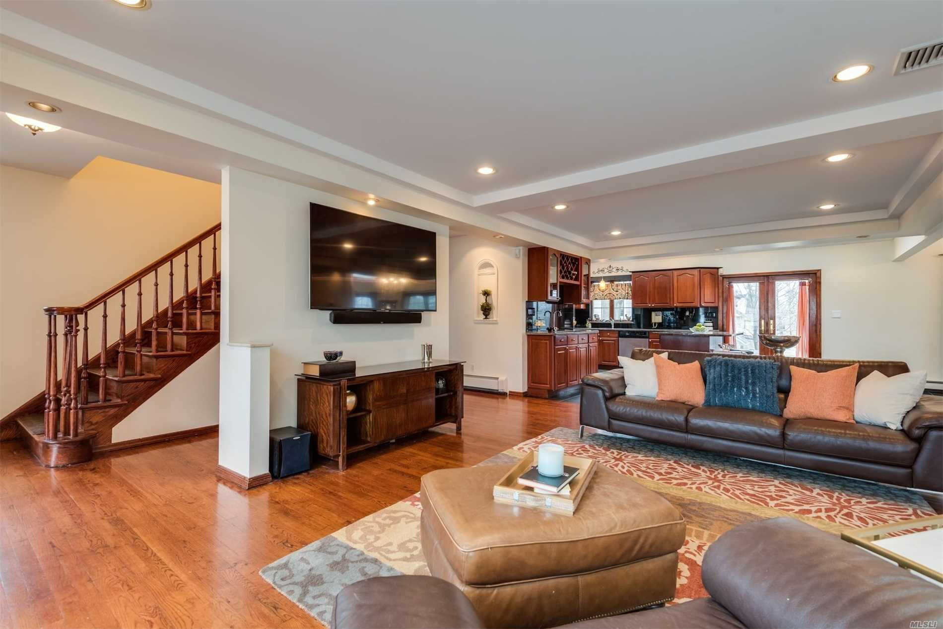 Fantastic, Updated Open-Concept Colonial In The Heart Of Manhasset With Private Rear Yard. Meticulously Maintained With Updated Kitchen And Baths. Live Today's Lifestyle - Entertain In The Open Floor Plan. Close To Town, West Of The Lirr Platform, The Manhasset Ms/Hs Campus, Playground, Library, Restaurants, Shops. Whole House Generator. Low Taxes!.