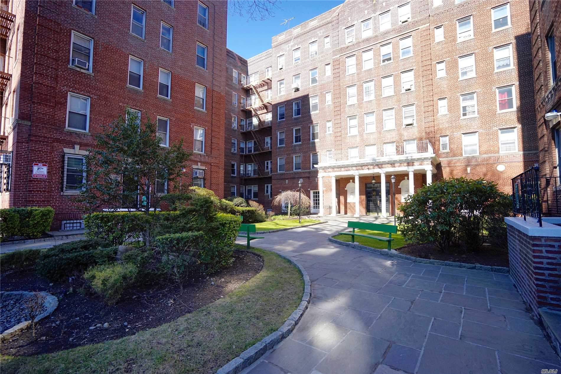 Excellent Condition Large 1 Bedroom Northgate Tower Coop. All Hardwood Floor. Eat In Kitchen. Large Bedroom And Living Room. 2 Elevator For Each Side Of Building. Quiet. Location Is Good To Commute To Lirr & Train. Well Maintained And Clean. Bus Station Right Front Of Building. Market Across The Street.