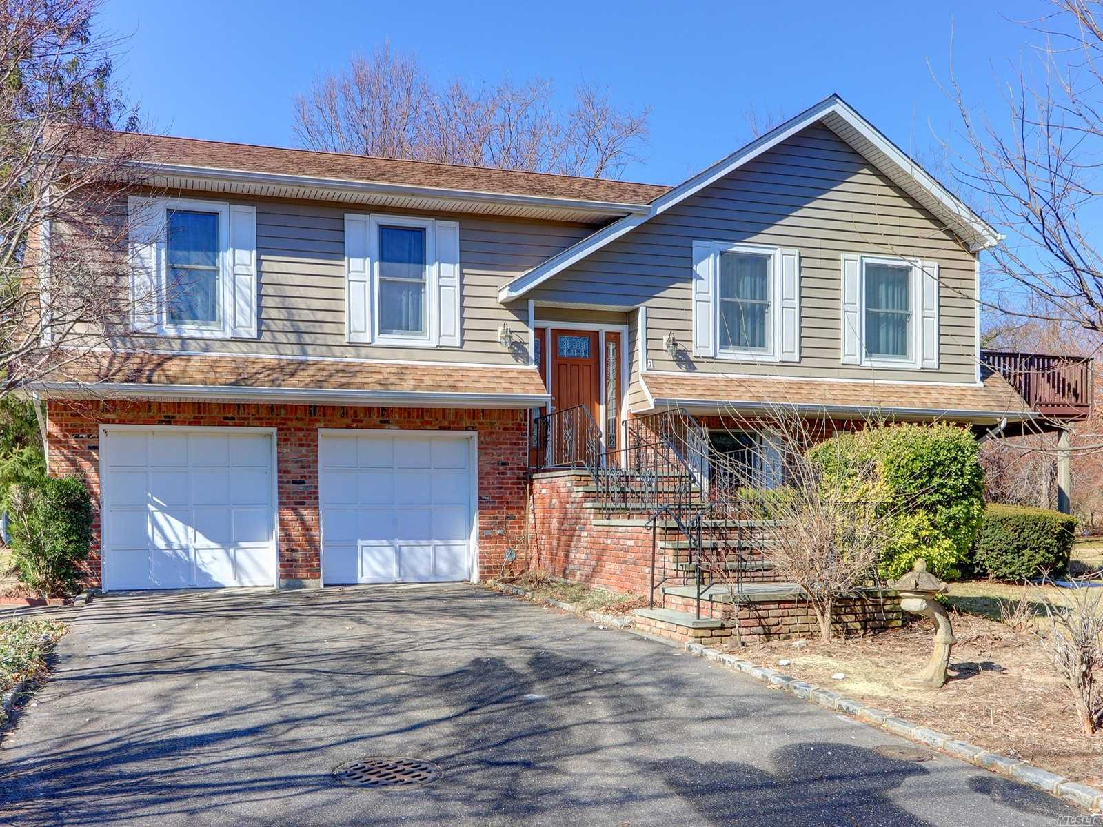 High Ranch On Prestigious East Island Ready For Your Own Personal Touches. Corner Home With Water View Of The Long Island Sound. Great Layout For Entertaining And Property Is Well Maintained.