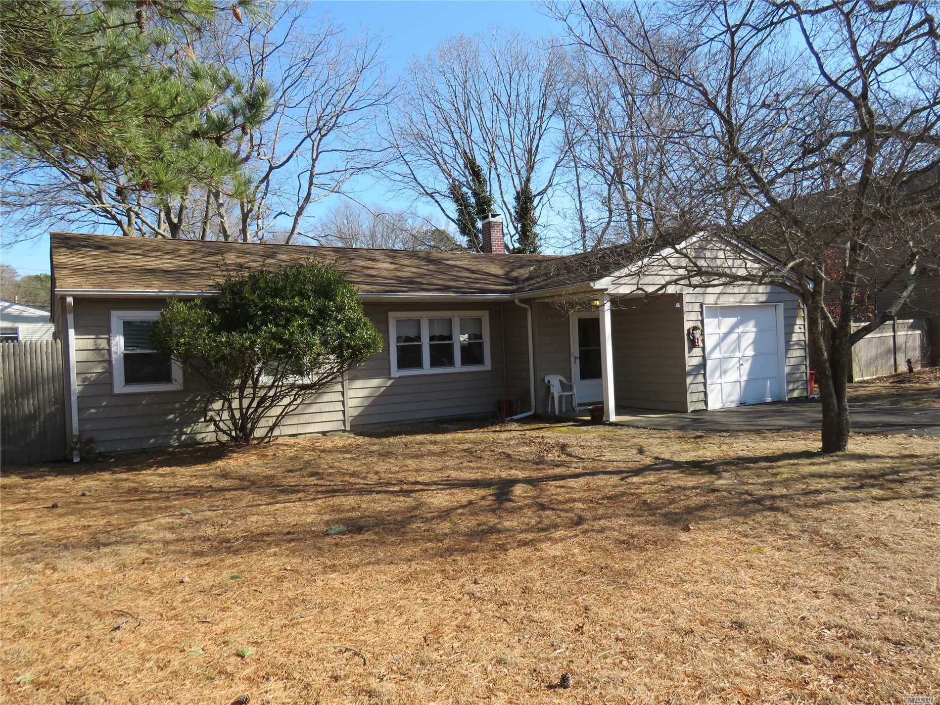 Lots Of Potential! This 3 Bedroom, 1Full Bath Ranch Is Located In The Desirable Area Of Manor Park. Spacious Eat-N-Kitchen With Sliding Doors To Private Yard. Living Room W/ Picture Window. Master Bedroom, 2 Bedroom And Full Bath. Laundry Rm, 1 Car Garage. Fenced Yard.