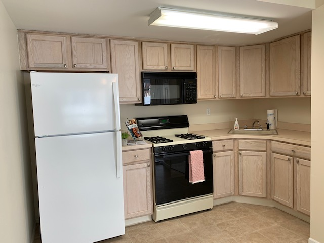 One Bedroom, Living Room, Eat in Kitchen, microwave, washer/dryer new wall to wall carpet, ceiling fan & ample closet space. Income verification, credit score 700+. Owner occupied. Tenant pays heat, hw, gas & electric. No pets, no smoking.