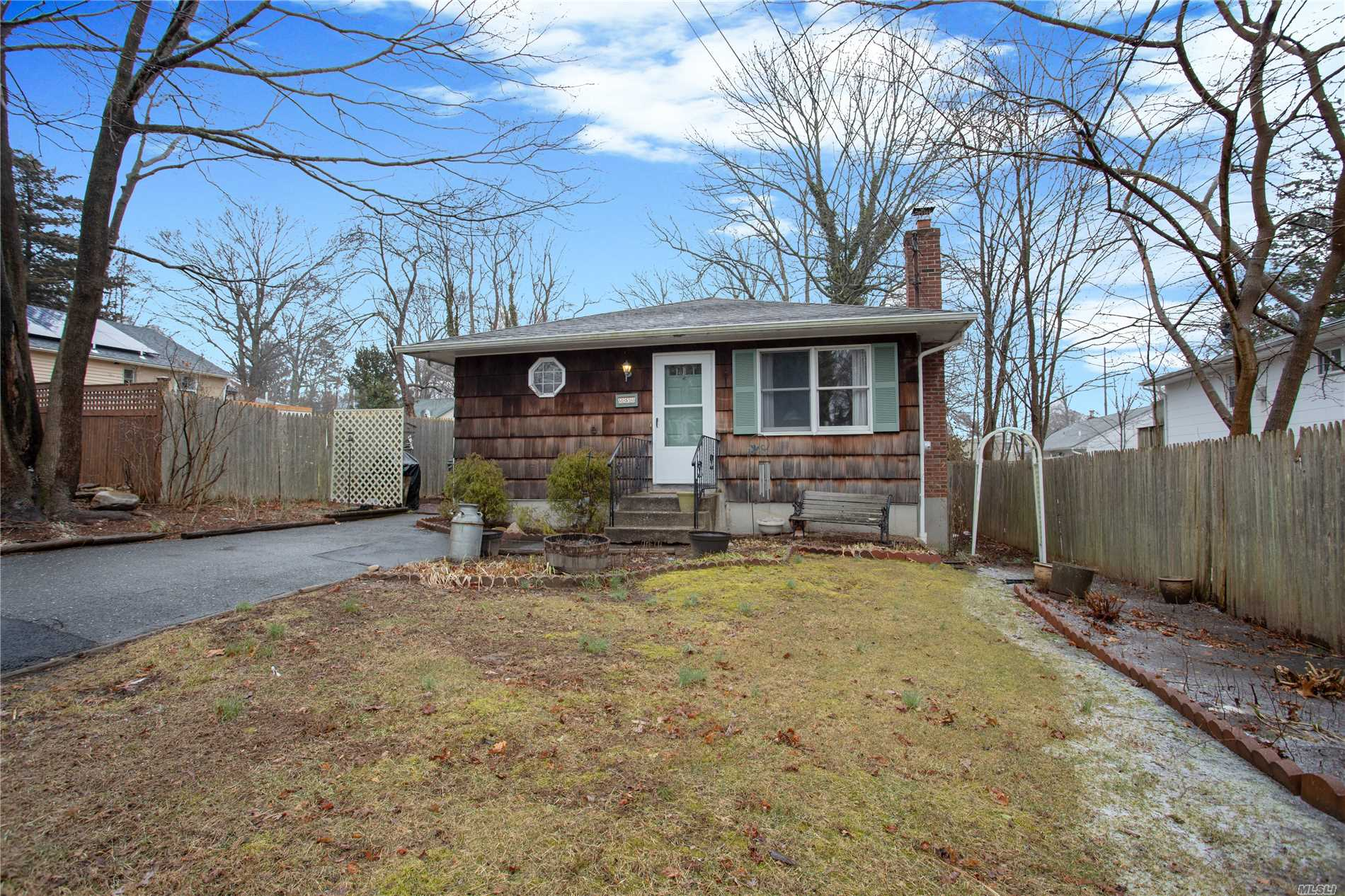 Cute 3 Bedroom 1 Bath Ranch With Hardwood Floors Throughout, Large Eat In Kitchen, Living Room, Full Basement With Egress Windows, Perfect For Finishing! Priced To Sell, This Home Will Not Last!!