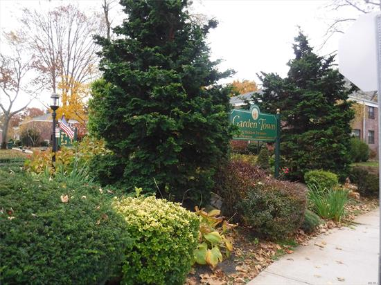 Excellent Alcove Studio Apartment In Garden Town. Entry , Kitchen, Living Area, Full Bath And Alcove Bedroom. Perfect Location Just Steps To Shops And Lirr. Garden Town Is Situated On 5 Acres Of Tree Lined Beautiful Gardens.
