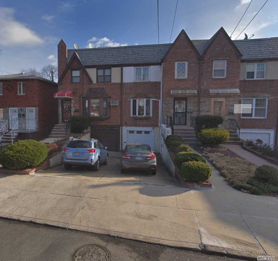Newly Renovated, 3 Bedroom, 2.5 Bathroom. Good School. Private Driveway Close To Supermarket. Q15 In Front Of House , Q16 Close By. Close To Supermarket And Other Stores.