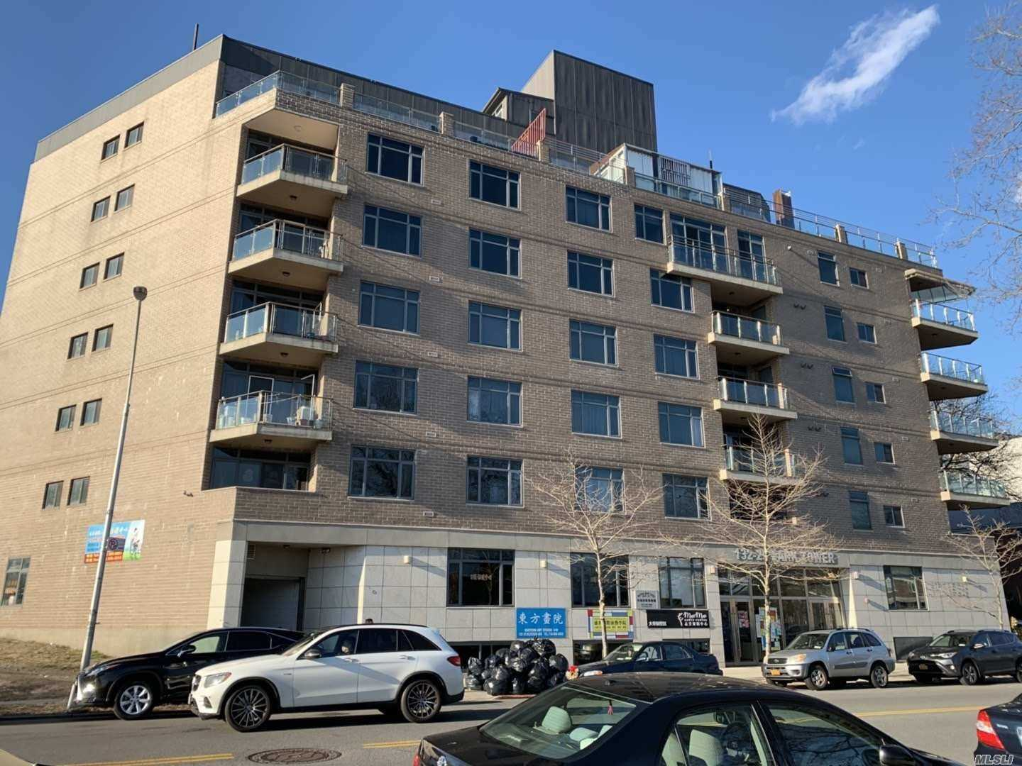 Diamond Condition, Face to South, Corner Unit, 2 Balconies. 5 Min. Walk Distance to Main St. Flushing. Nice View of Queens Botanical Garden. Must To See!!!