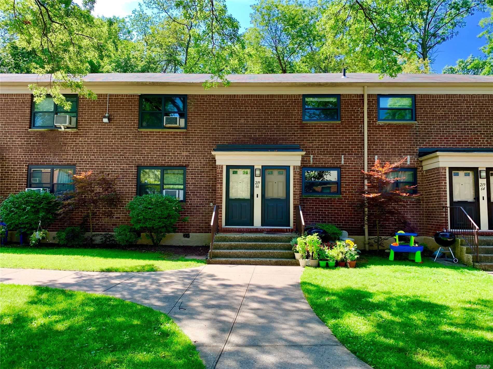 Brand New To The Market In Windsor Oaks! This Beauty Features Upgraded High Hat Lighting, Custom Crown Moldings, Crisp Hardwood Flooring, Updated Kitchen With Cabinets To Ceiling & Dishwasher + Option To Install Your Own Washer And Dryer. Clean Renovated Bathroom, 2 Spacious Bedrooms, And Generous Closet Space. Bring Your Dog Or Cat! Includes Security & Laundry Rooms For Use. Near Schools, Shops, & Transportation.