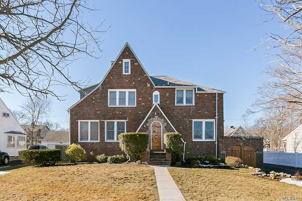 All Brick/Slate Roof Tudor On Brightwaters Grand Canal. 4 Br, 3 Full Bath, Flr W/Fpl, Den, Library, Laundry Room, Fdr, 3 Garages (1 Att & 2 Det), Igp, Patio. Recent Renos Including Eik W/Ss Appliances, Master Bath, Gas Burner, Hw Heater, 200 Amp Elec. Dock Boat In Front Of Home, Walk To Beach