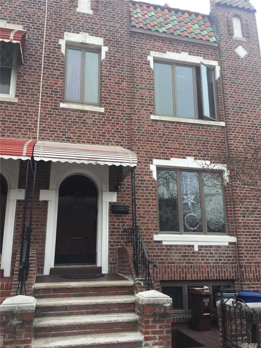 Large Two Bedroom Apartment For Rent In Maspeth. Approximately 950 Sq Feet