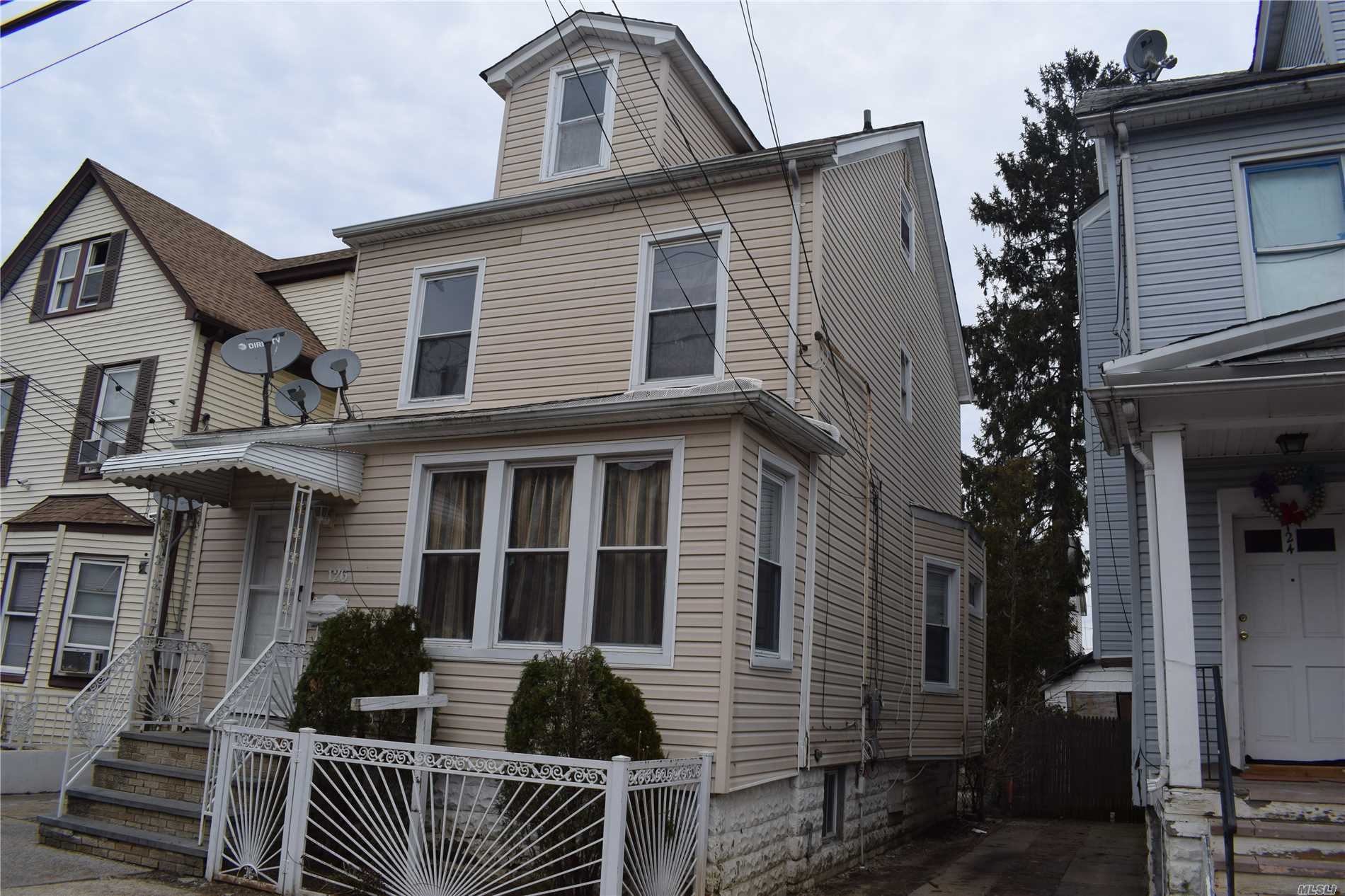 Great Opportunity To Own A One Family Colonial, 3Brs, 2 Bathrooms, Finished Attic, 1 Car Garage And Private Driveway. Walk To Downtown Hempstead Shopping, Schools, Trains And Buses.