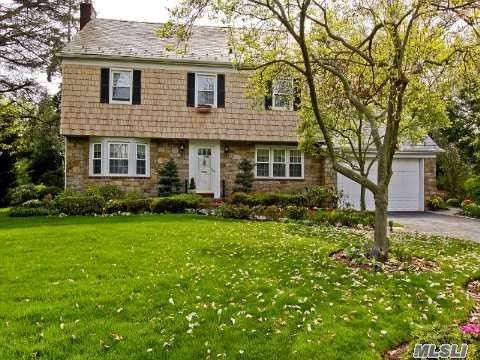 Traditional 5 Bdrm C/H Col In The Prestigious Village Of Woodsburgh, Elegant Flr Fdnr Spacious Eik Magnificent Den With Floor To Ceilings Windows All Overlooking Beautiful Manicured Property 100X183 Full Finished Basement Cac
