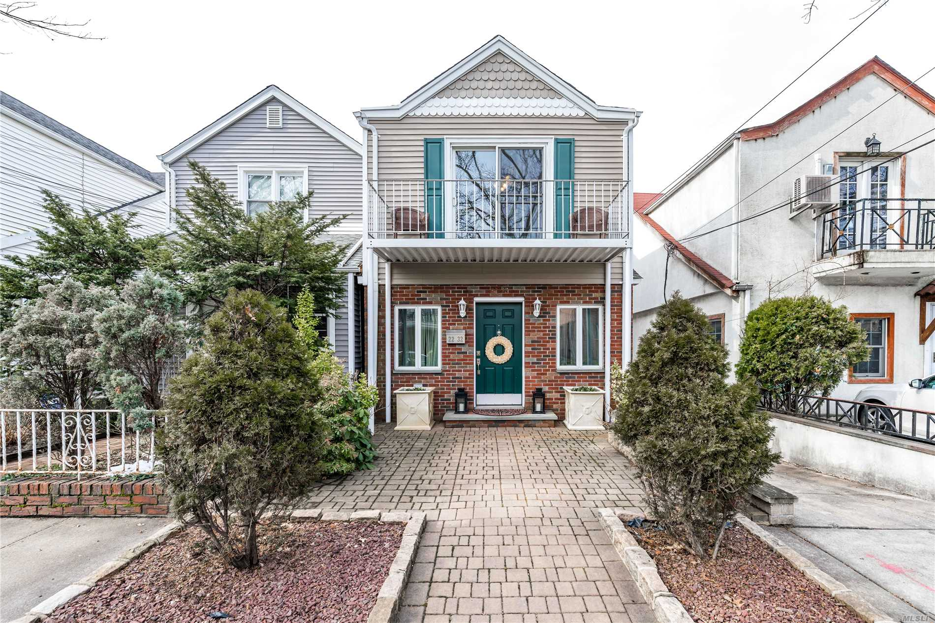 Move Right Into This Recently Renovated Detached Home Featuring Hardwood Floors Throughout, Large Master Br, New Stainless Steel Appliances, New Washer/Dryer And Many Designer Touches Throughout!