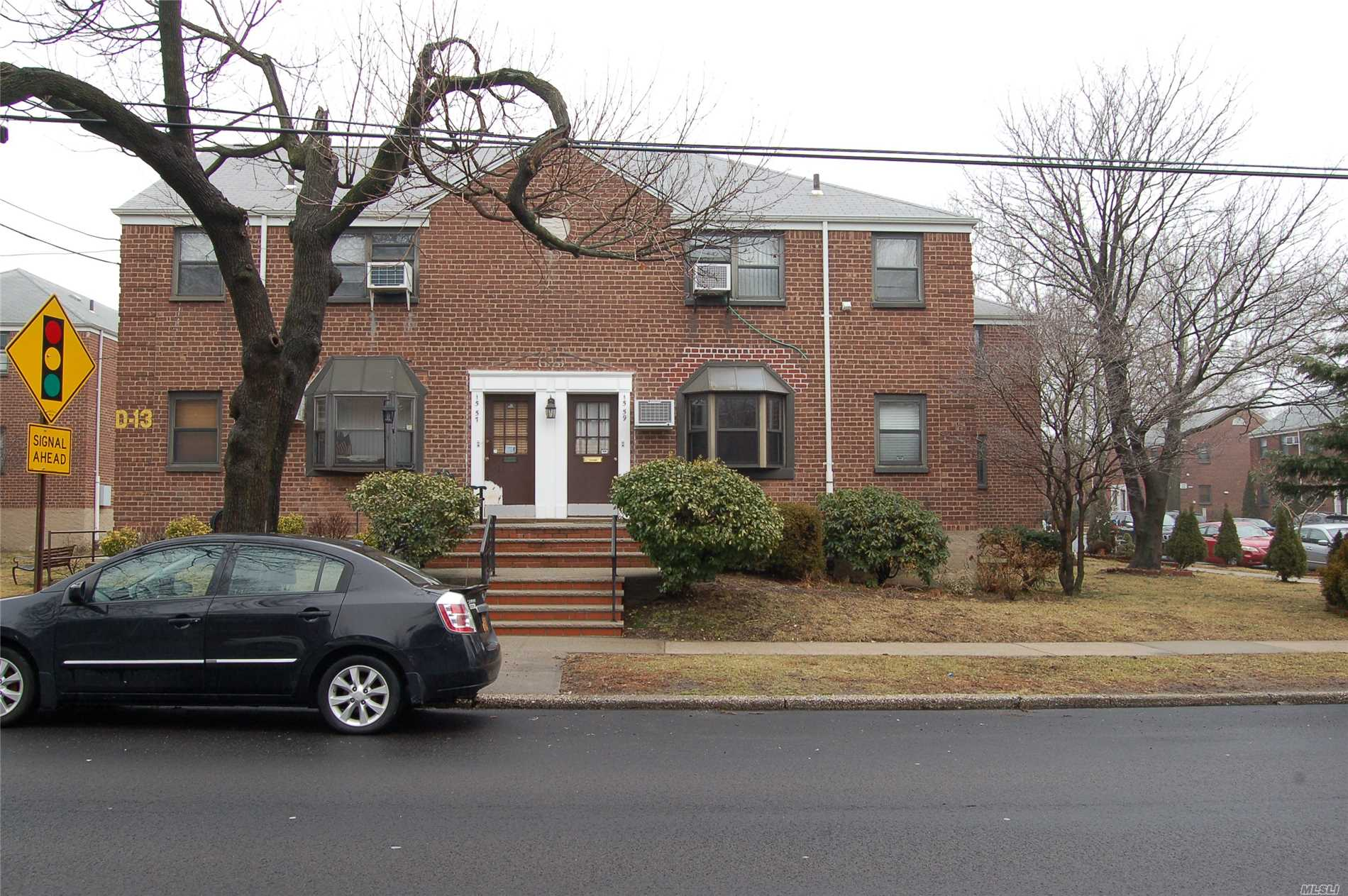 Nice 1Br Coop In Whitestone With Extra Storage Room On The Side Of Building.