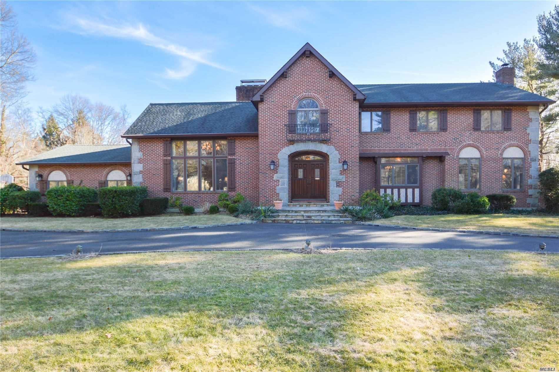 First Time On The Market! Builder's Own! Spectacular 5 Bdrm/3.5Bth Chc Set On Pvt & Tranquil 2 A W/Igp, Tennis Ct, Lovely Gazebo & Barn. Elegantly Appointed Rms: Flr W/Floor To Ceiling Custom Fpl, Spacious Fdr W/Antique Chrystal Chandelier, Great Rm W/Hand Picked Stone Fpl & Custom Screen, Huge Eik/Fpl & 12' Bay Window O'looking The Serene Yard. Huge Bsmt Part Finished W/Fpl & Fbth. Locust Valley Schools. Easy Commute To Highways & Miracle Mile Shopping.