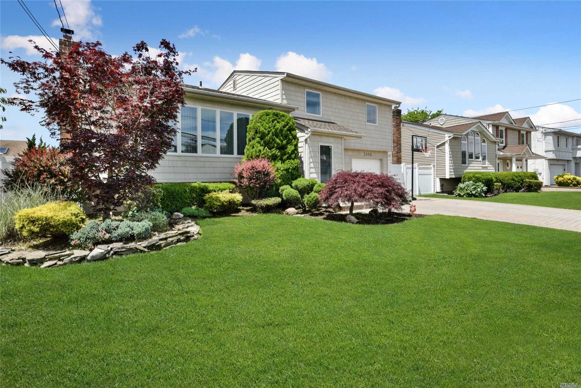 Open Floor Plan, Spacious, Immaculate, Spectacular, Sprawling Splanch On One Of South Bellmore's Most Desirable Blocks. Magnificent Expanded Foyer & Open Floor Plan Concept Is Ideal For Entertaining W/ Endless Countertops, Ss Appls & Island. This Home Offers 4 Bdrms With Additional 5th Bdrm/Office/Playroom On First Floor. Quiet Midblock Location With Serene Backyard Includes Crown Molding In Bedrooms, Updated Master Bath, Storage Galore, Cac, Alarm, Brand New Roof, Pvc Fencing And So Much More.