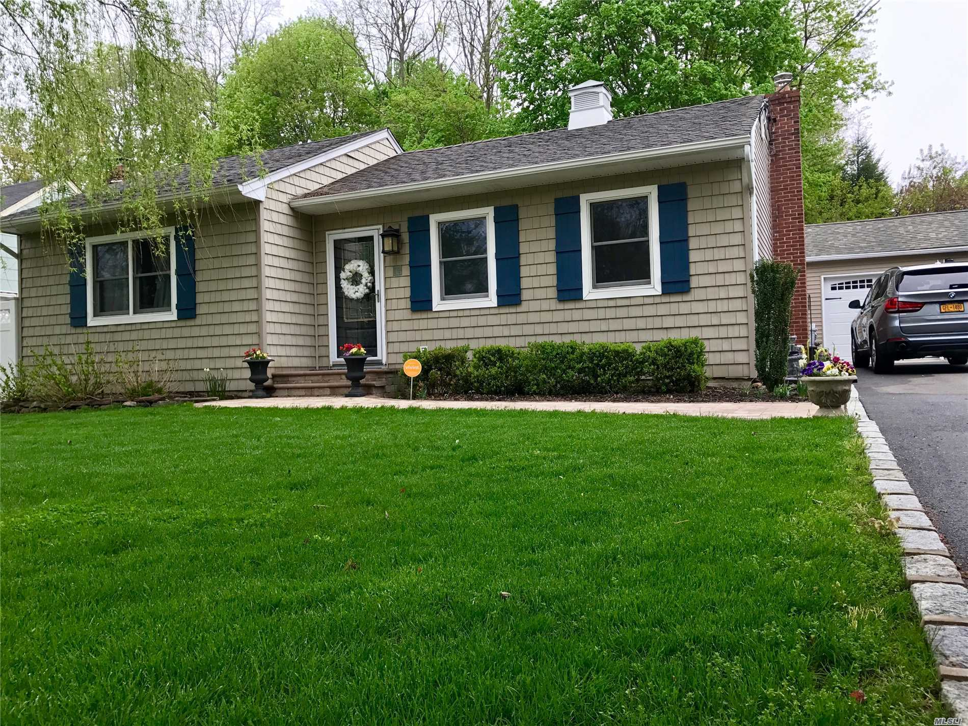 Diamond ++ Updated Ranch! Perfect Starter Or Downsize, New Cesspools, Kitchen Appliances, Gas Boiler, Driveway, Bath, Patio. Dead End Street Connects To Flower Hill Road. Quiet Block Close To Everything. To Many Updates To Mention. A Must See!