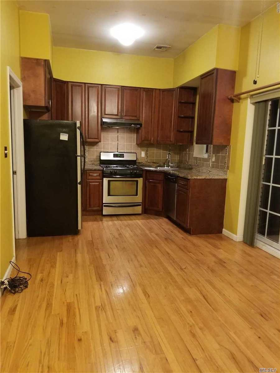 3 Bedrooms 2 Full Baths Apts With Updated Kitchen Living Room And Balcony.Near School Supermarket And Public Transportation.