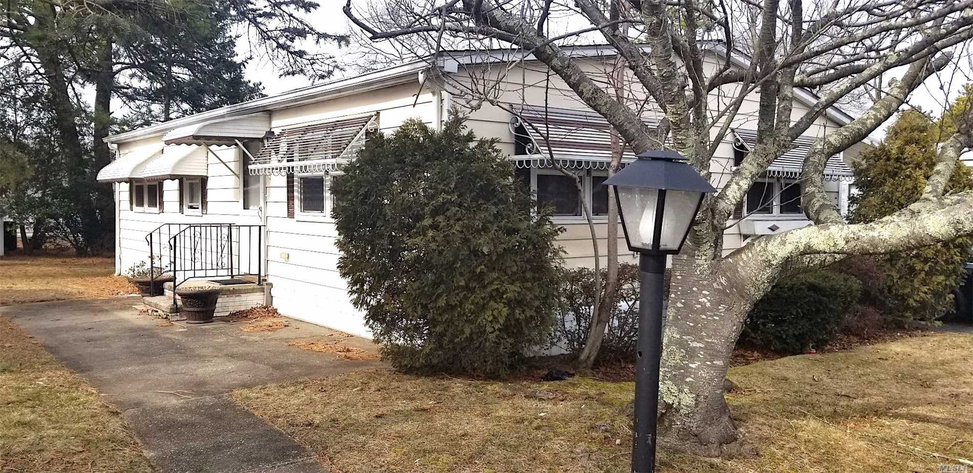 55+ Community, Monthly Common Charges Plus Taxes $980.00 Can Be Reduced With Senior Program. Skylight In Kitchen, Hardwood Floors