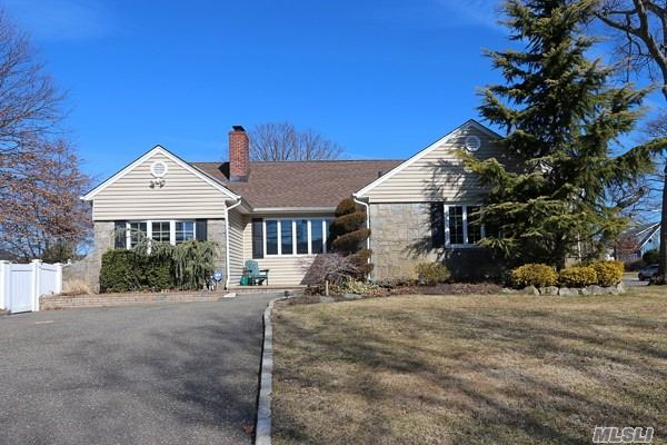 Expanded Ranch W/Charming Curb Appeal. This 3 Br Beauty W/Stone Front That Sits On O/S 75X101 Property, Is Nestled On A Street & Area Known For It's Custom Homes, Towering Trees & Prime Sd# 23. Kitchen W/Wood Cabinets, Granite Counters, 2 Yrs Young Ss Appliances. Lr W/ Fireplace, Fdr, Family Room W/Vaulted Ceiling & Pella Sliders To Lrg Pvt Yard W/Pavered Patio. Huge Fabulous Bsmt Currently Used As A Great Kid's Playroom.Storage Too! Separate Newly Renovated Laundry Rm Close To All, Must See!