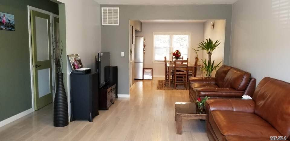 Well Maintained Condo. Ef, Lr, Fdr, Updated Eik W Granite/Ss Appliances. 1.5 Updated Baths, 3 Brms, Full Fin Bsmnt, Hardwood Floors, Gas Heating, Cac, One Parking Spot Included. Back Entrance To Outside Patio. Low Maint($190). Clost To Shopping Areas, Hospital And Highway.