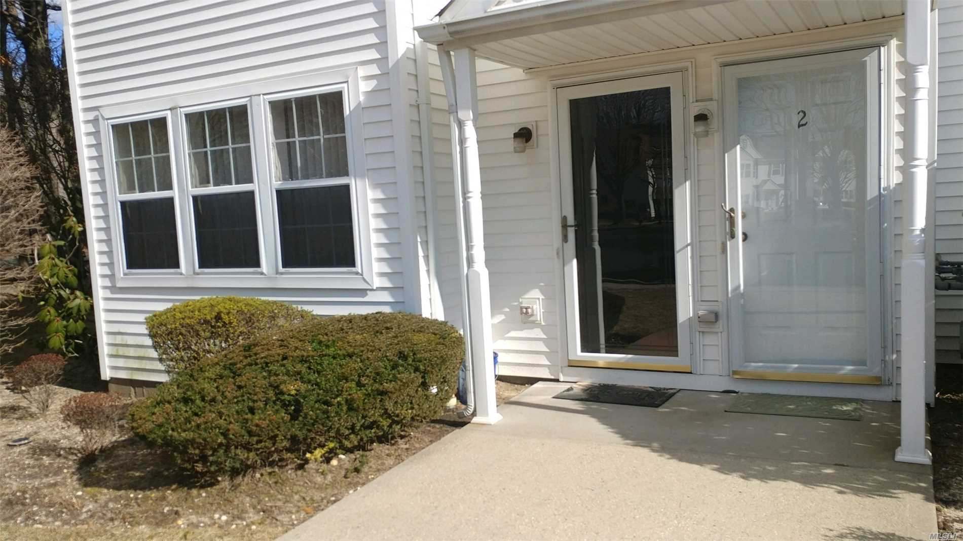 Great Ground Level 2 Bedroom Corner Unit Condo. New Floors And Carpets. Newer Washer And Dryer. Private Yard. Adjacent To Reserved Parking.(Rental Permit 3 People Max).