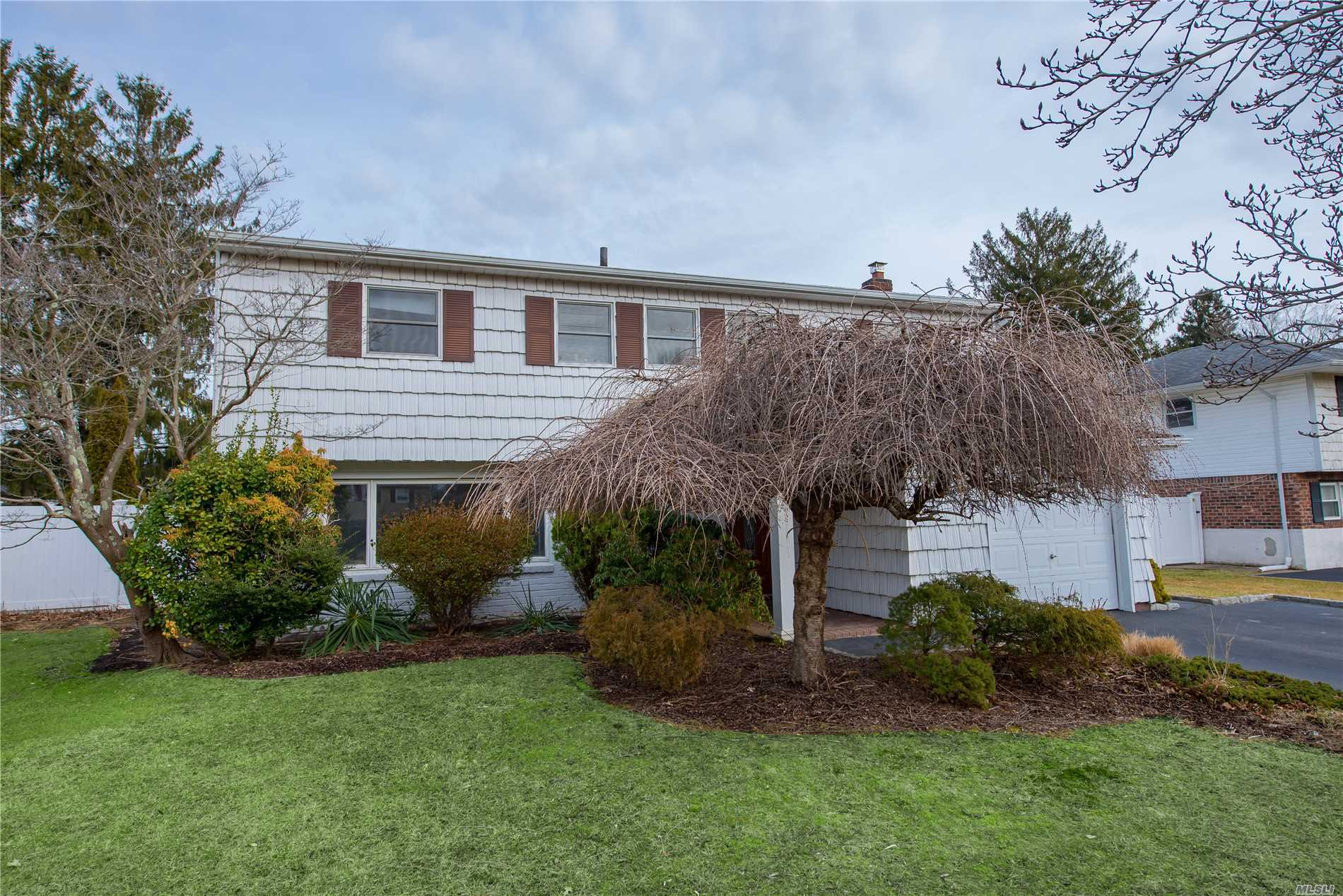 Split Style Home W/3 Bedrms, 2.5 Baths, Formal Living Rm, Eat In Kitchen, Dining Area, Laundry, Den, Master Bedrm W/Master Bath, Attached 1 Car Garage W/Inside Entry. Laundry Room, Cathedral Ceilings, Hardwood Flooring, Large Deck Off Kitchen And Dining Rooms, 2 Sets Sliding Doors To Deck, Recessed Lighting Throughout, Gas Heat, 3 Built In A/C Units, Skylight, Oversized Blacktop Driveway, 10 Year Roof, Inground Sprinklers, Pvc Fenced Flat Backyard.