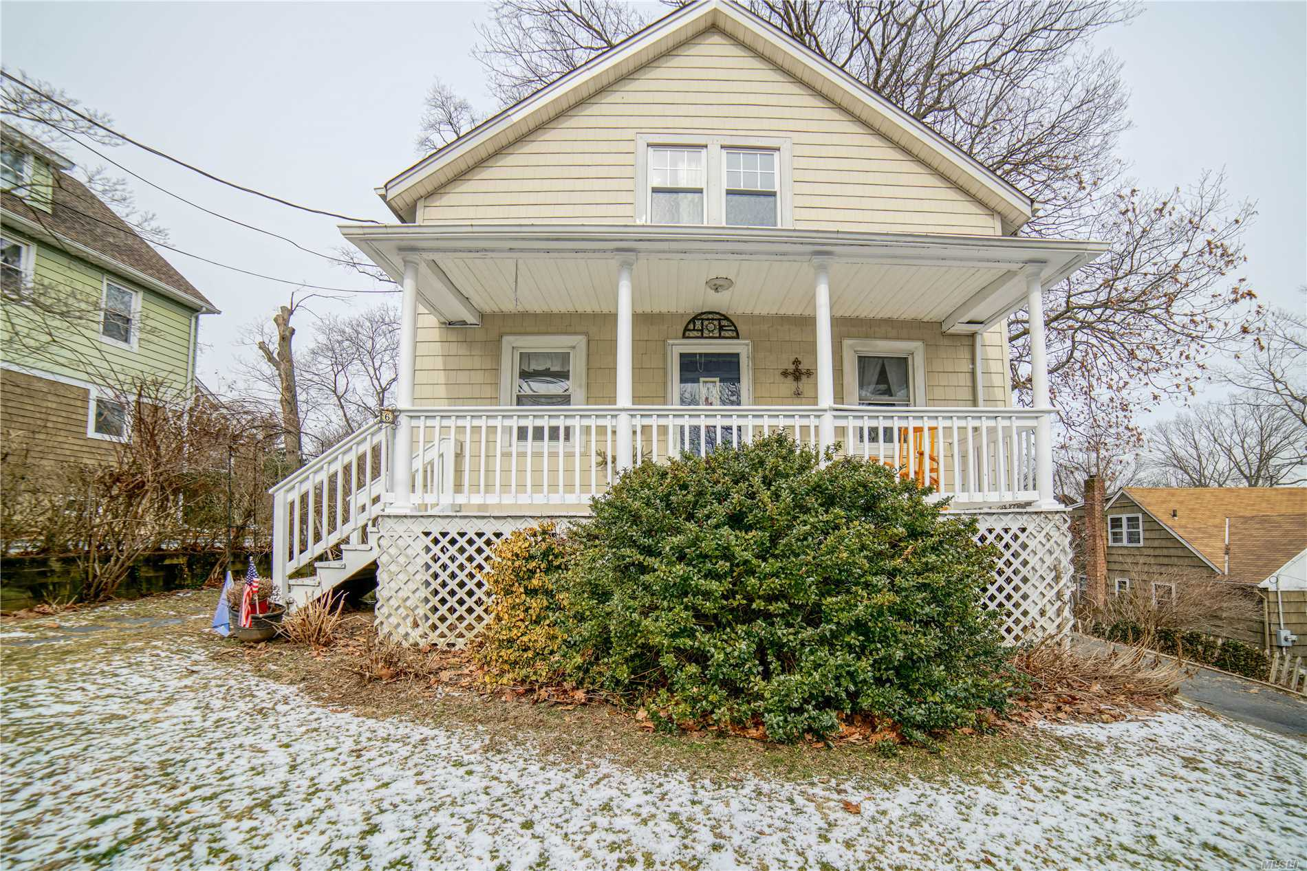 Five Bedroom Colonial Nestled In Thomaston. Master Suite With Private Balcony & Four Additional Bedrooms. Main Level Offers Eik, Formal Dr, Parlor, Great Room With Pocket Doors To Private Study. Picture Perfect Guest Bath. Great For Entertaining- Huge Deck In Back Yard With Terrific Yard & Great Front Porch.