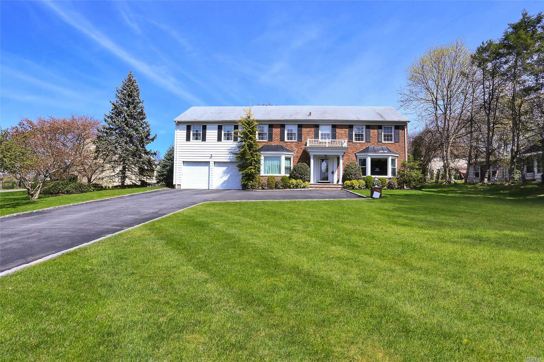 Grand Entry Foyer, Flr, Banquet Dr W Coffered Ceil, Incredible Eik W Massive Grt Rm W Fp And Yr Rnd Sunrm, Central Vac, Two 1/2 Bths, Mudroom. Beautiful Moldings Thruout. Bridal Staircase Leads Up To Mbr W Fbth, 5 Addit'l Brs, Laundry On 2nd Fl. Fbth. Spectacular Backyard W Custom Porte-Cochere & Blt In Bbq & Surround Sound. Basement Is Massive W Play And Media Spaces, .5Bth, Surround Sound.
