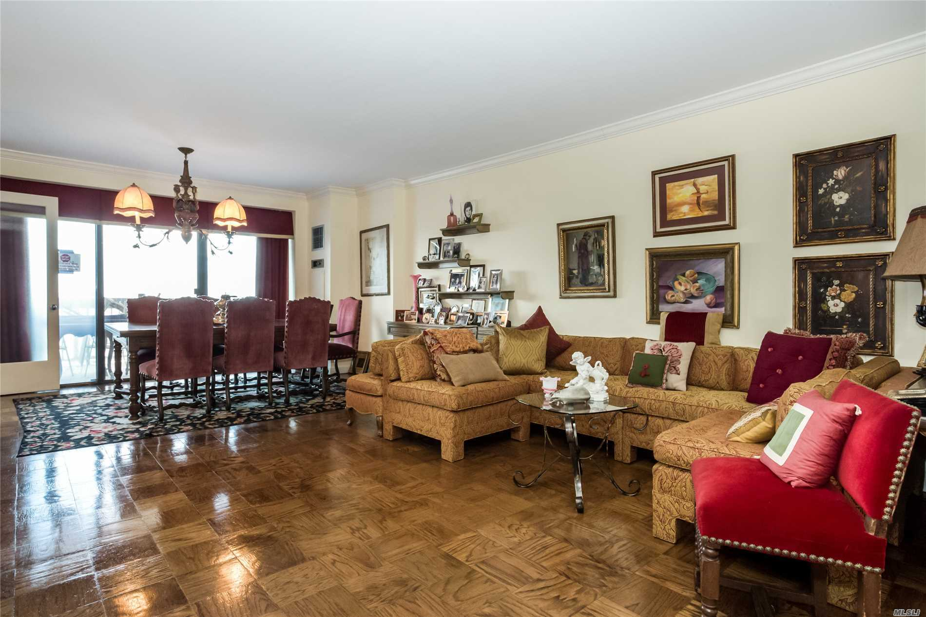 Spacious & Gracious Jr. 4 With Grand Lr/Dr + 2nd Bedroom Or Den, 2 Full Baths, Large Kitchen, Terrace, Washer/Dryer, Parking. Golf Club, Tennis, Indoor & Outdoor Pools, Hair Salon, Movies, Shops, Bank, Restaurants. Enjoy Country Club Living At Its Best!!!