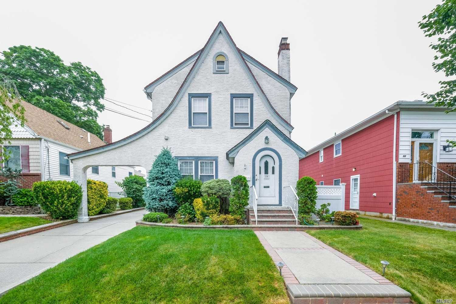 Beautiful 3 Bedroom Tudor! Eat In Kitchen With Beautiful Granite Counter Tops, Formal Dining Room With Inlaid Hardwood Floors, Full Basement With Washer Dryer. 2 Car Det Garage, Private Back Yard On A Quiet Block. Don't Miss Out On This Charming Home!
