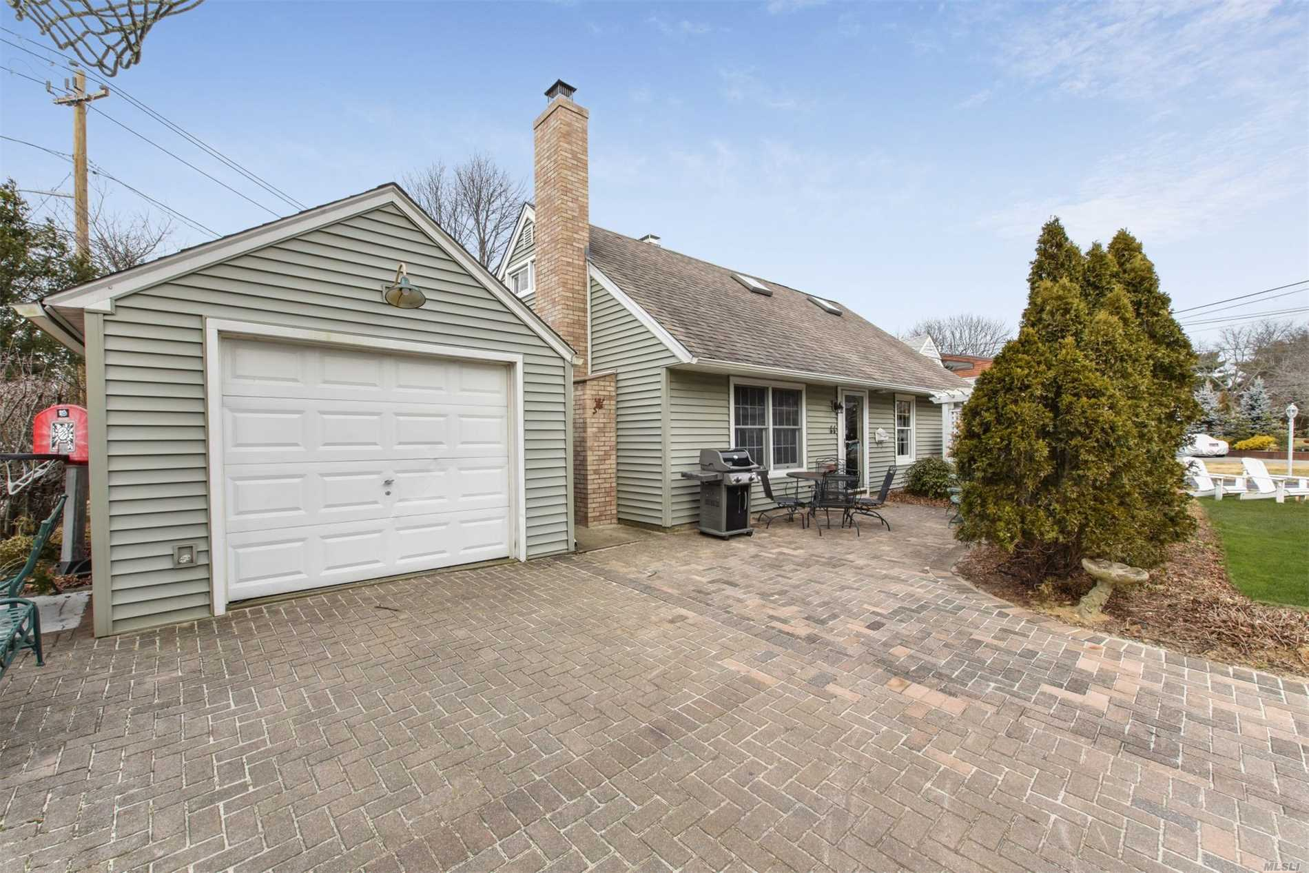 Clean & Meticulous Cape Located In Merrick. This Homes Features Cac, Living Room W/New Carpeting, Crown Molding & Wood Burning Fireplace, Eik, Formal Dining Room W/Hardwood Floors, 3 Bedrooms, 2 Full Baths, 1.5 Car Garage, Low Taxes. Close To Schools, Shopping, Walk To Railroad.