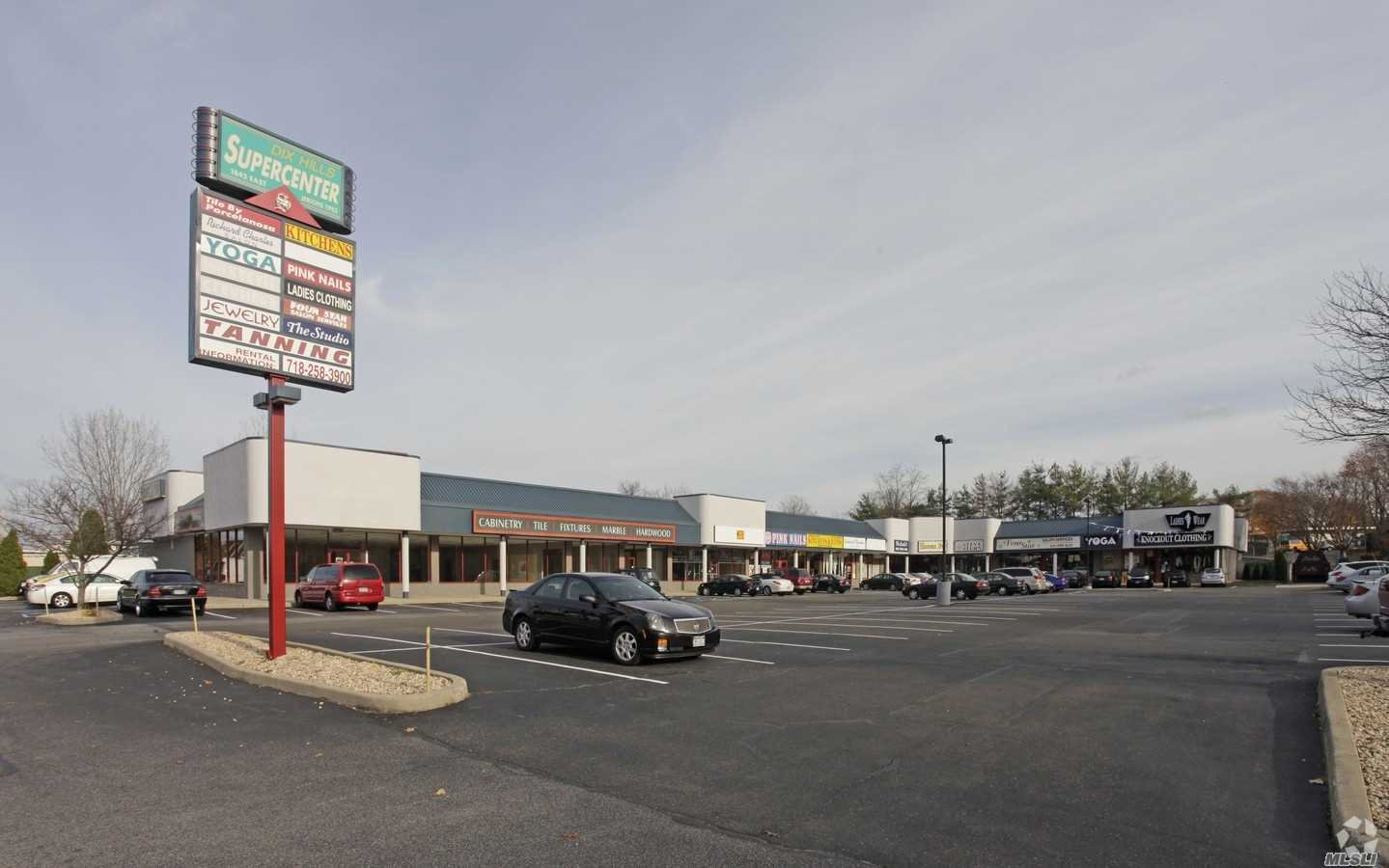 Retail Storefronts Available For Lease On Heavily Traveled Jericho Tpke. In Huntington. Extremely High Traffic Counts And Excellent Demographics In A Busy Strip. Landlord Will Consider Build Out For The Right Tenant. Perfect Location For A Food Vendor, Doctor Or Any Retail/Office Use!