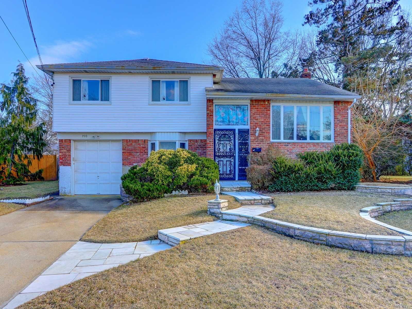 Spacious Split With Not Only A Large Family Room, But A Basement And Office Too! Lr, Dr With Wood Floors, Eik, Master Bedroom W/Full Bath, 2 Additional Bedrooms, And 1.5 Additional Baths Complete The Package On 43 X 140 Property. Pool Sized Yard Awaiting Buyer To Make This Their Own!