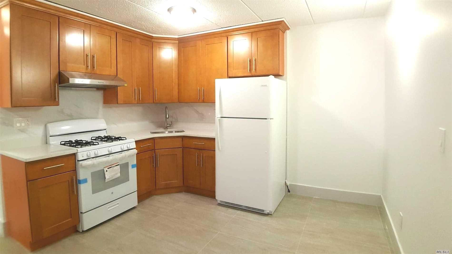 Newly Renovated Modern 2 Bedroom Apartment On Quiet Treeline Street. Two Blocks To Long Island Railroad And Buses (Q12, Q15), With Access To The 7 Train. Close To Many Restaurants And Shopping/Supermarkets