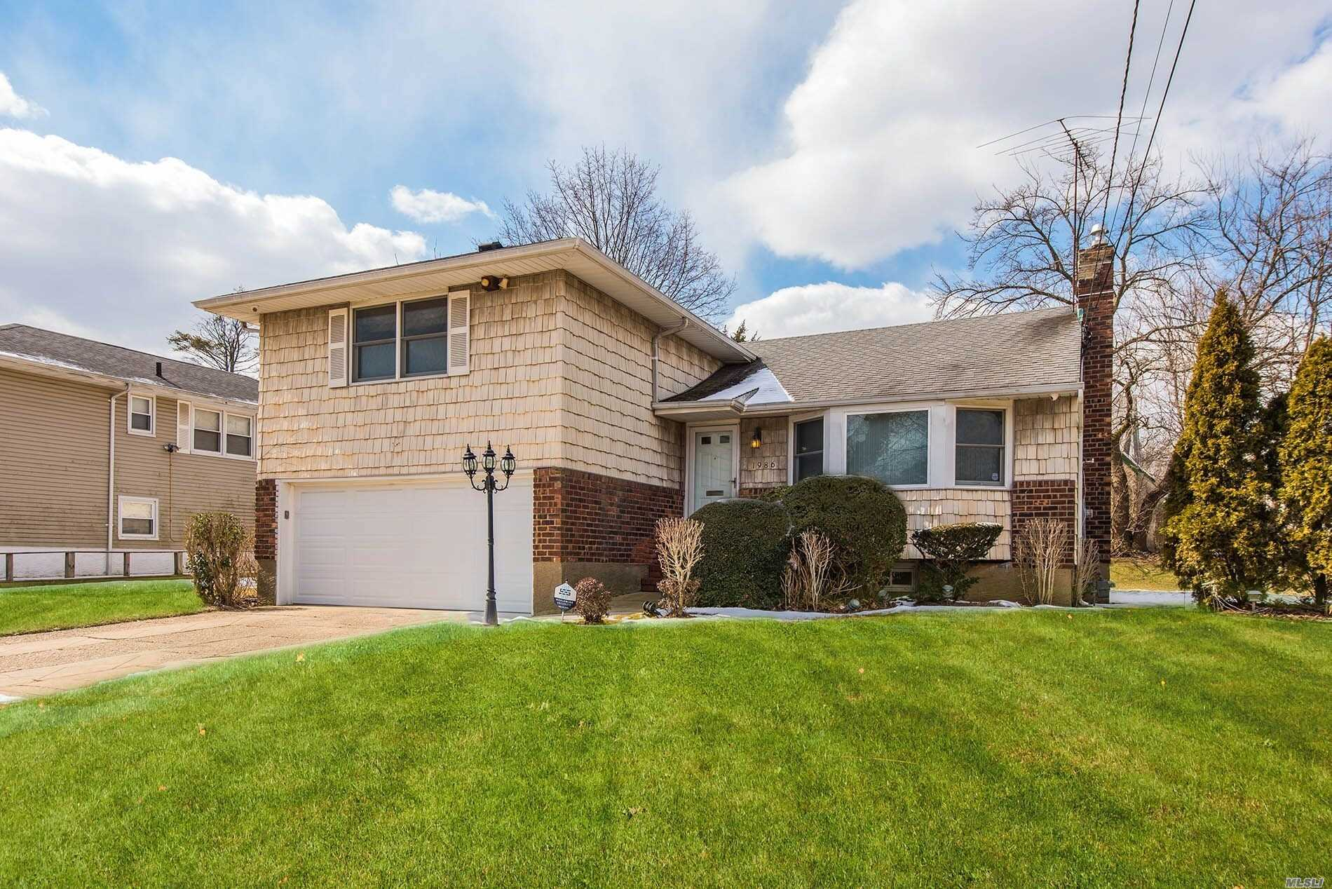 Nice Large Split On A Great Block In Baldwin. House Has Three Full Bathrooms Plus A Half Bathroom, And Lots Of Room For A Growing Family. Large Side And Back Yard. Not A Short Sale, Not An Reo. Make This House Yours.