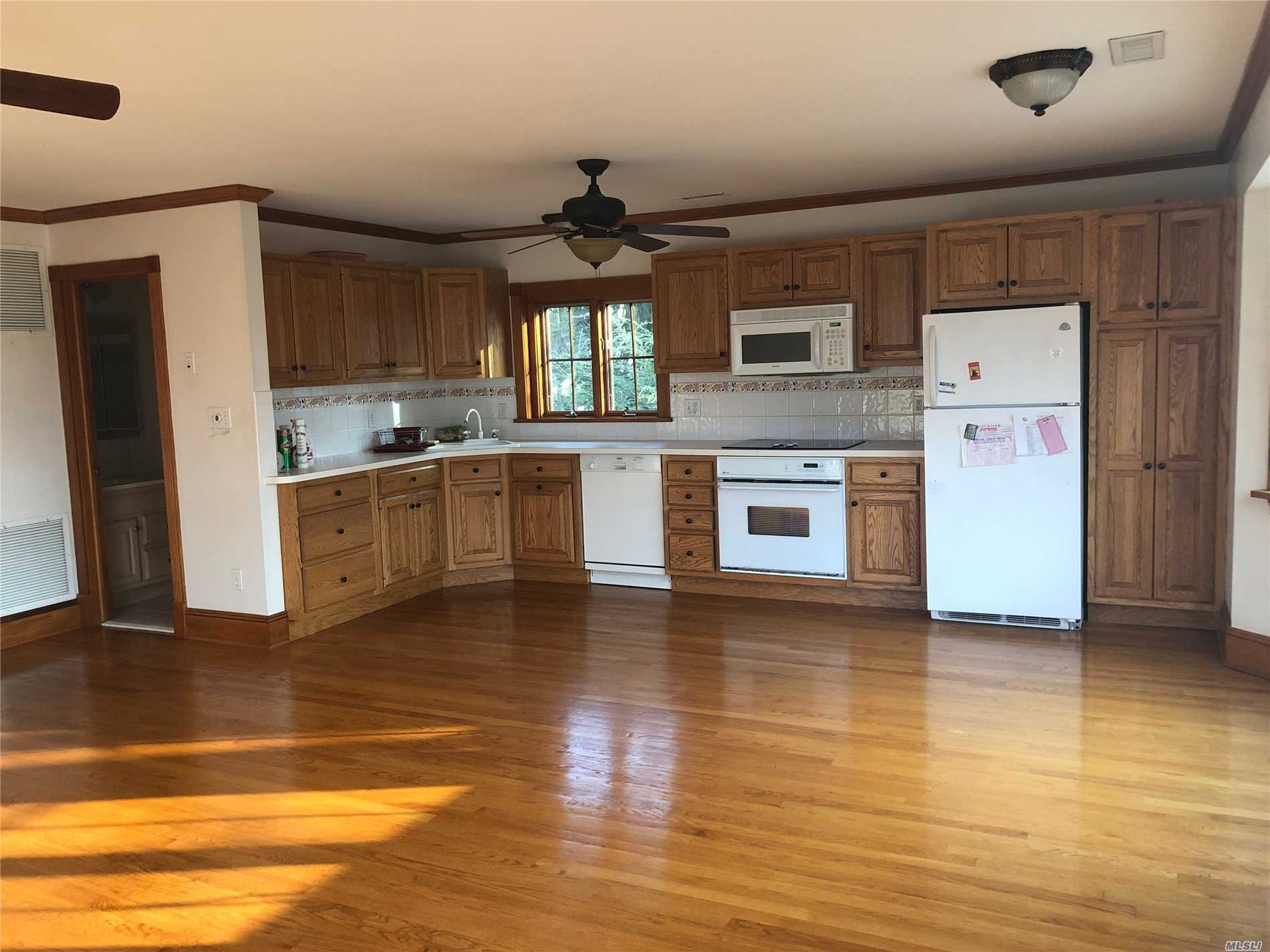 SPACIOUS 2 BEDROOM 2 BATH APARTMENT IN PRIME NORTHPORT VILLAGE .FULL SIZE UPDATED EAT IN KITCHEN WITH DISHWASHER. PLENTY OF CLOSETS, WASHER/DRYER , CENTRAL AIR CONDITIONIING BEAUTIFUL LIVING ROOM WITH ADDITIONAL GUEST BATHROOM , HARDWOOD FLOORS THROUGHOUT. INCREDIBLE APARTMENT.