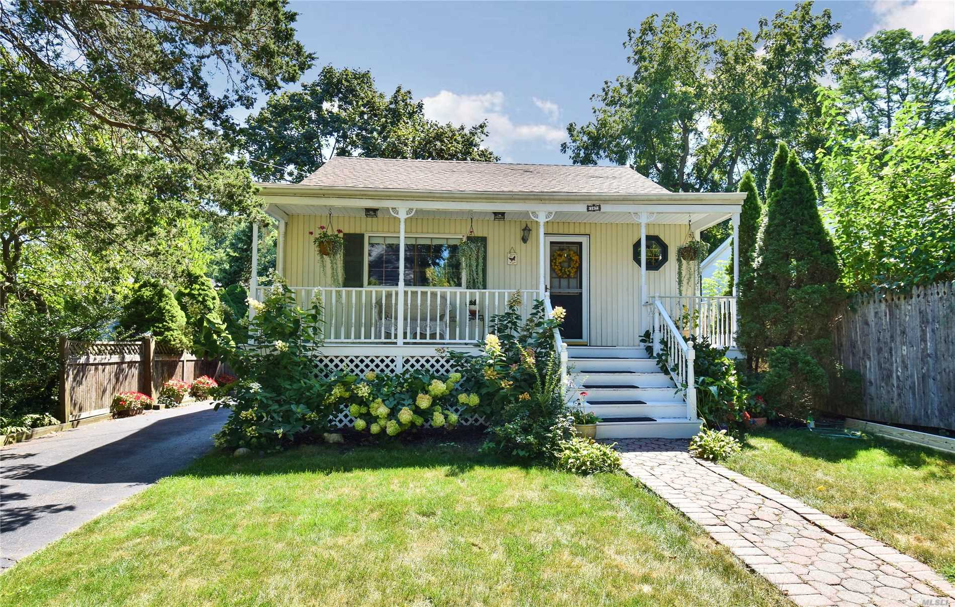 Charming Home In San Remo With Winter Water Views Of The Nissequogue River. Tastefully Updated Kitchen, Bathrooms, Roof And Windows . Low Low Taxes. New Pavor Patio, Mooring Rights, Private Deeded Beach. Close To Shopping And Lirr