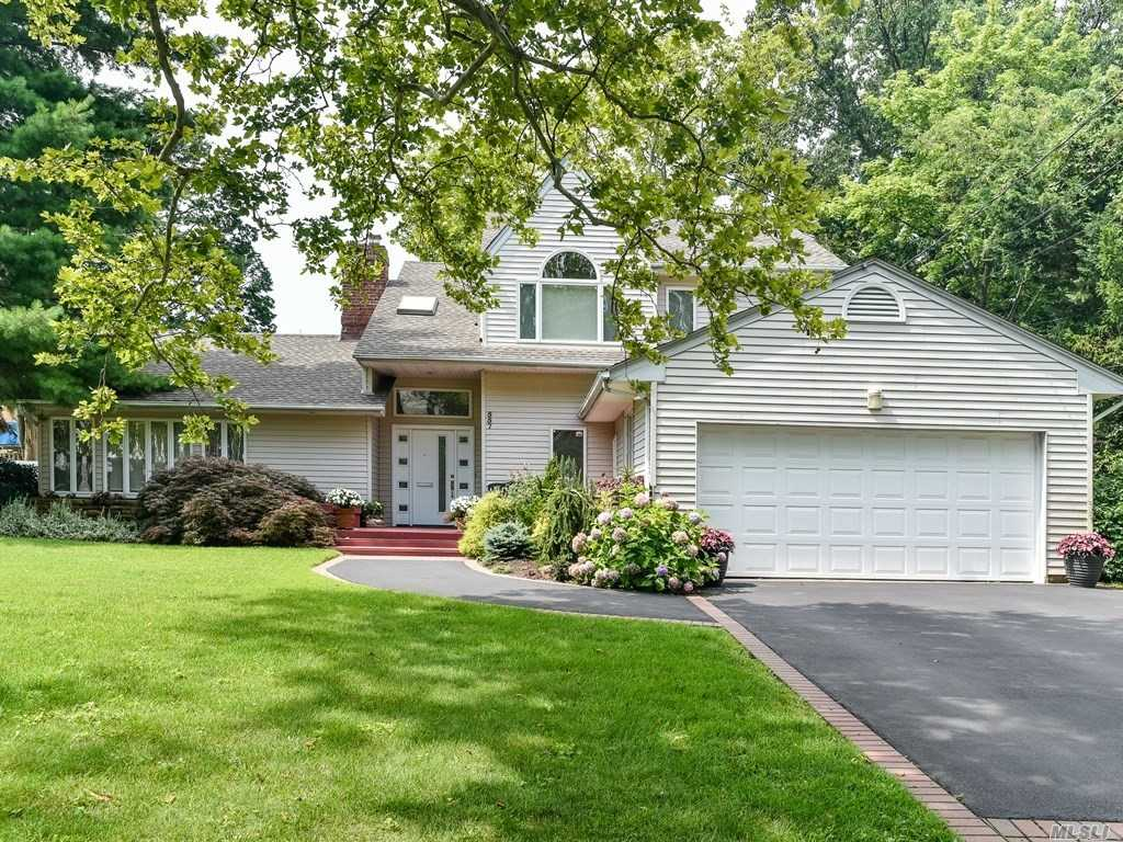 Spacious 6 Bdrm Expanded Ranch In Prestigious Woodmere Park,  Lg Flr, Fdnr , Eik, Magnificent Den/Fpl, Main Flr Mbr And  Second Floor Luxurious Master Bdrm With Vaulted Ceilings And Beautiful Bth, Many Closets, All In Move In Condition