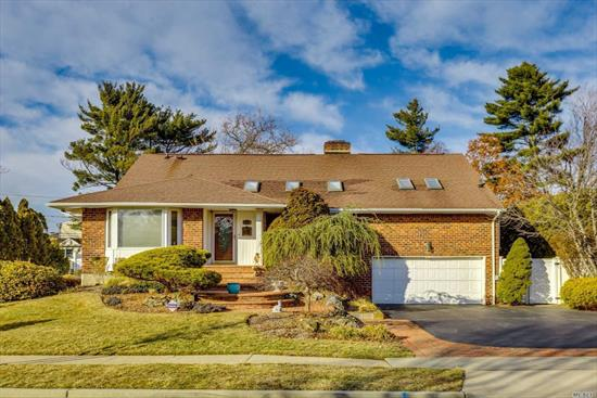 Fabulous Sought-After Riviera Split! Located In A Perfect Mid Blk Location In East Birchwood Famed Jericho Sd! This Lovely Home Has A Great Layout.Working Office Suite w/Pvt Ent .5Bth. It Boasts 4 Brs On One Level. Mstr Ste Is Spacious W/Dr Area, Lg Bth, Radiant Fl & Wlk In Closet. New Eik W/Granite Cntr Tops, Fml Dr, Inviting Lr W/ Cathedral Ceilings 2 Wbf Granite, Fin Bsmt Laundry, Storage & Utilities Spacious Fam Rm W/Entr To bkyd Updates Thruout *Low Taxes* gas is on block. Tesla/EV Charger